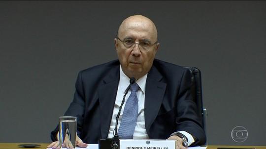 Meirelles tenta dar ar de naturalidade ao rebaixamento na nota do Brasil