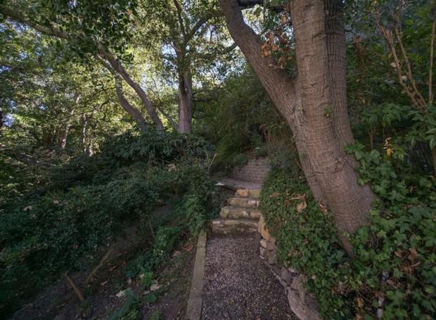 A área de lazer possui pista para caminhada (Foto: The MLS/ Reprodução)