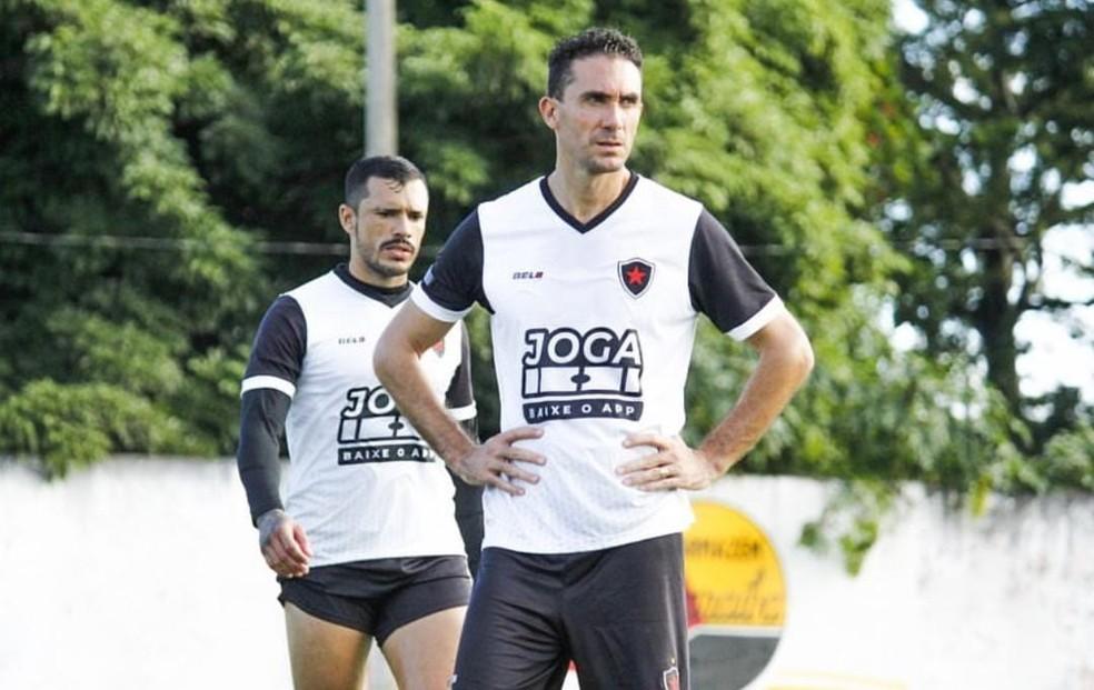 Passagem de Lucas Simón pelo Belo pode estar chegando ao fim — Foto: Nádya Araújo / Botafogo-PB