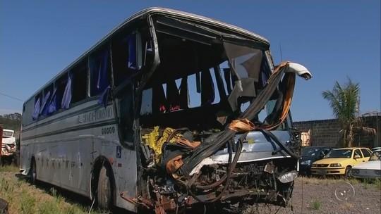 Vítimas de acidente envolvendo ônibus de sacoleiros são veladas