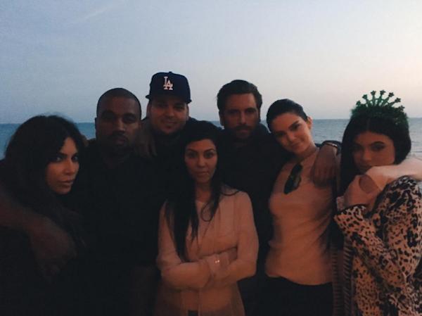 Rob Kardashian na companhia de suas irmãs (Foto: Instagram)