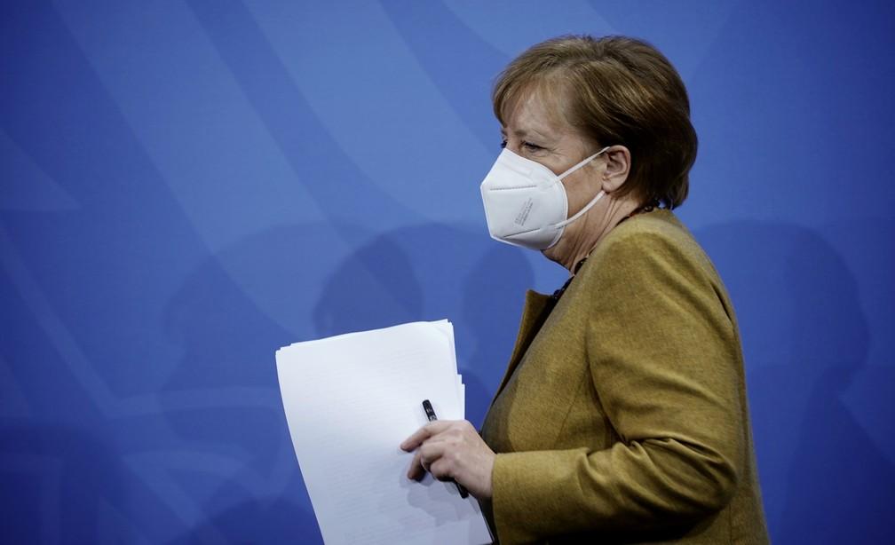 Chanceler da Alemanha, Angela Merkel, usa máscara após encontro com lideranças regionais sobre o coronavírus nesta terça-feira (5) — Foto: Michel Kappeler/Pool via Reuters