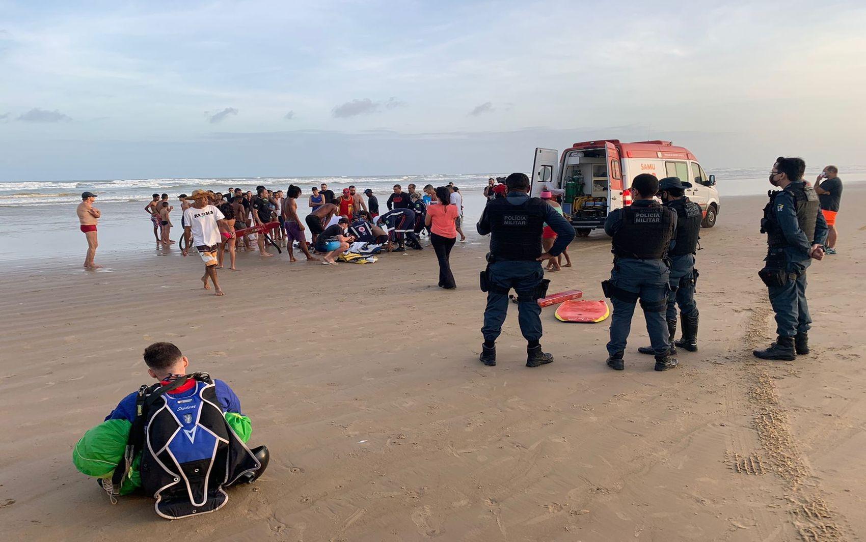Paraquedista morre após cair no mar em Aracaju