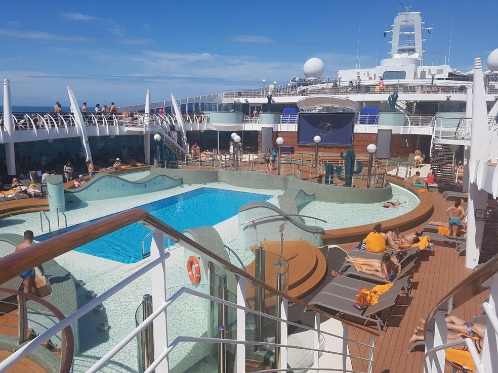 Deck com piscina de uma dos navios da MSC  — Foto: Mariane Rossi/G1