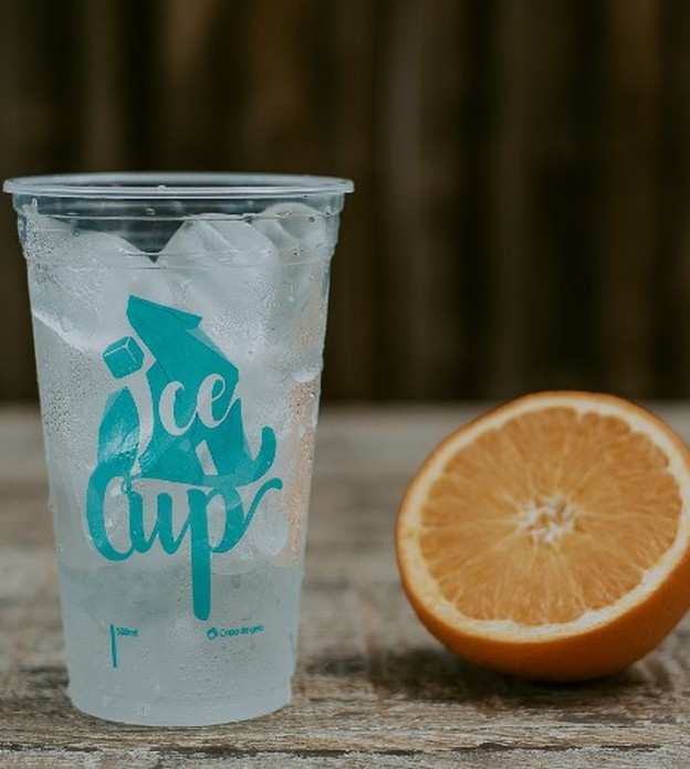 Chega de bebida quente: esta startup vende copos de gelo prontos para consumo