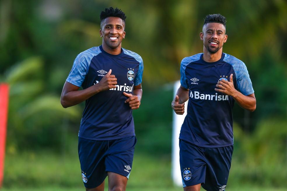 Cortez e Léo Moura fazem parte de defesa menos vazada do Brasileiro (Foto: Lucas Uebel/Grêmio)