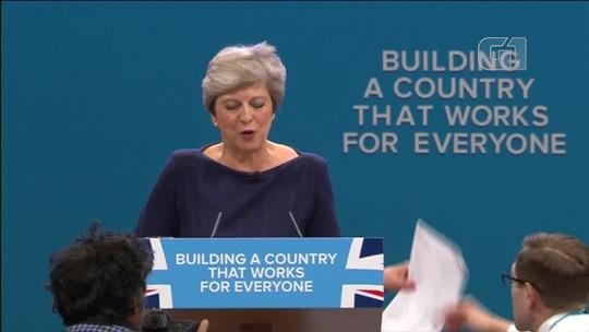 Grupo de deputados conservadores pede a renúncia de Theresa May