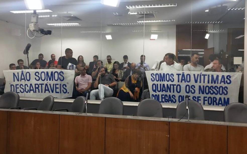 Vítimas do rompimento da barragem da Vale em Brumadinho fazem protesto em leitura de relatório da CPI da ALMG — Foto: Vanessa Mol/Assembleia Legislativa de Minas Gerais