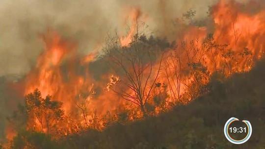 Fogo avança na Serra da Bocaina e ameaça área de proteção