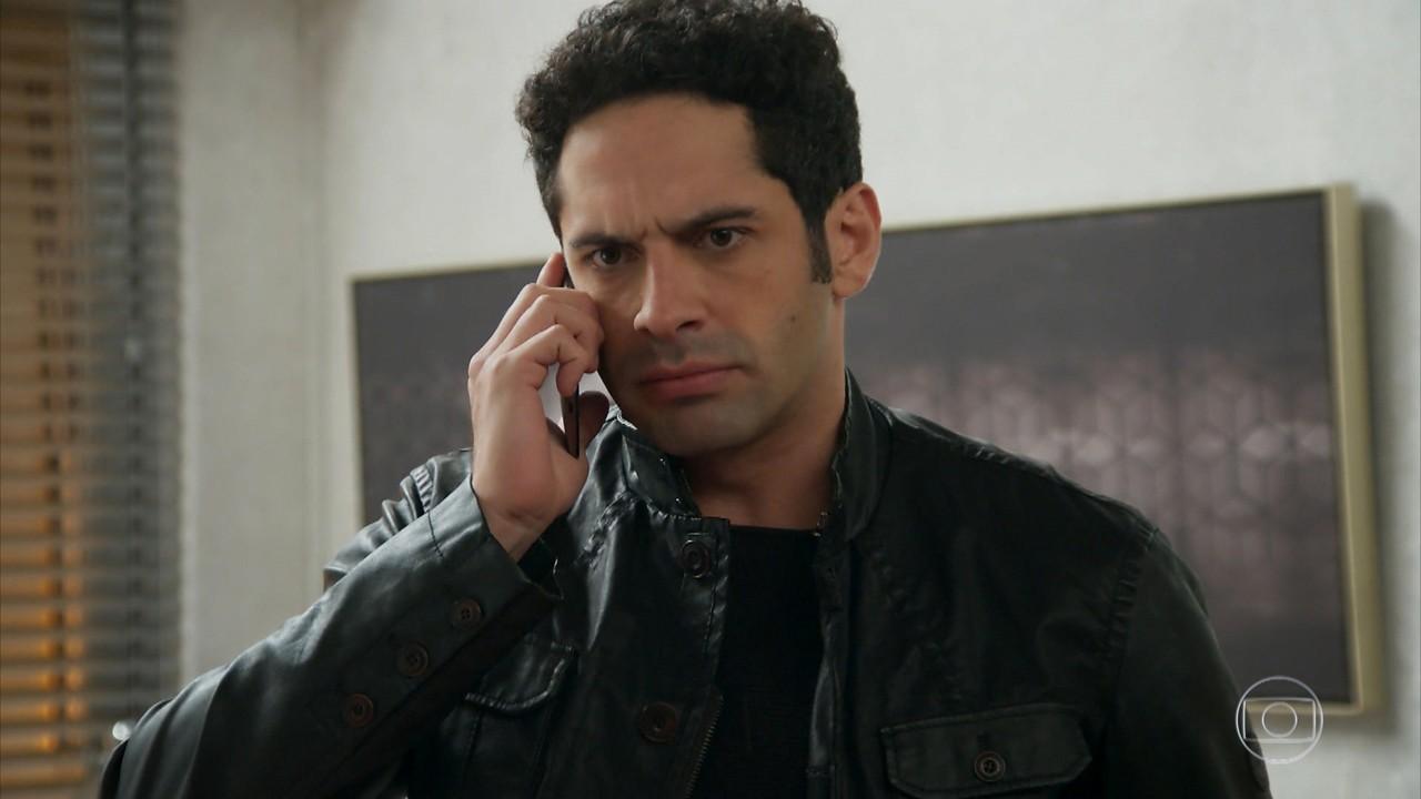 Beto exige que Adriana agilize a viagem de Apolo