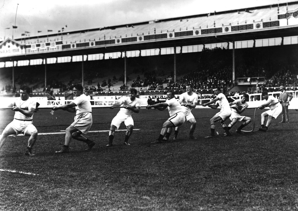 Cabo de guerra na Olimpíada de Londres 1908 — Foto: Topical Press Agency/Getty Images