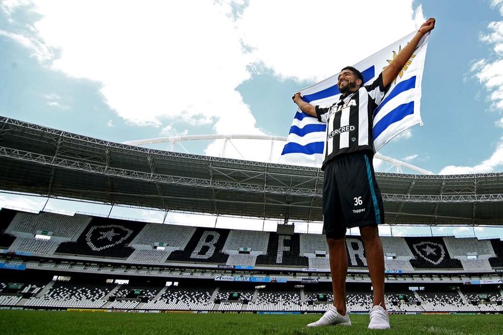 Rodrigo Aguirre é o mais novo uruguaio do Botafogo (Foto: Twitter oficial do Botafogo)