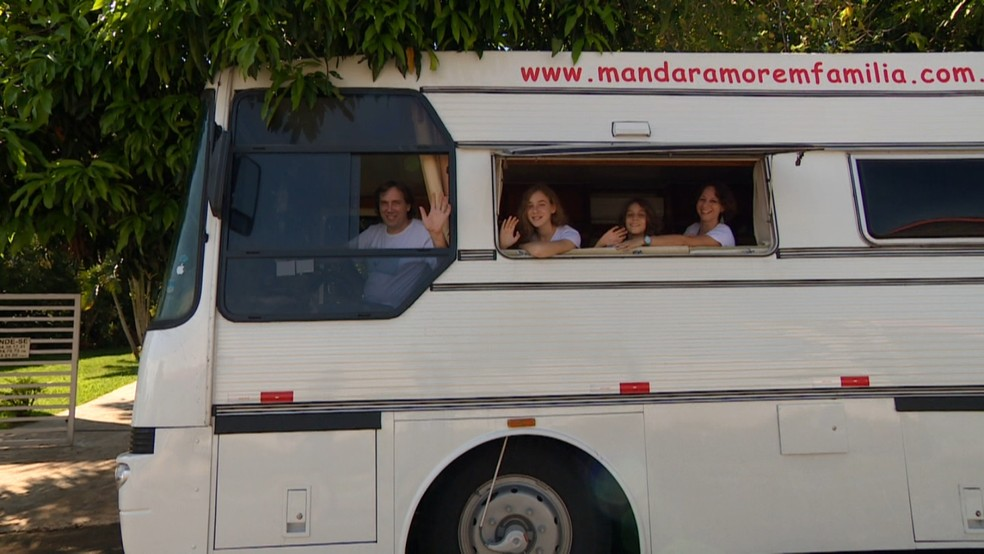 Família larga tudo pra viajar o mundo dentro de um motorhome (Foto: Reprodução/EPTV)