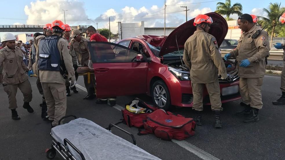 Homem que caiu de passarela foi levado para o Hospital de Emergência e Trauma de João Pessoa (Foto: Walter Paparazzo/G1)