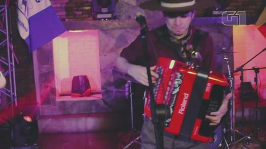 Polêmica sobre cantor que reclamou do uso de pilcha inspira música
