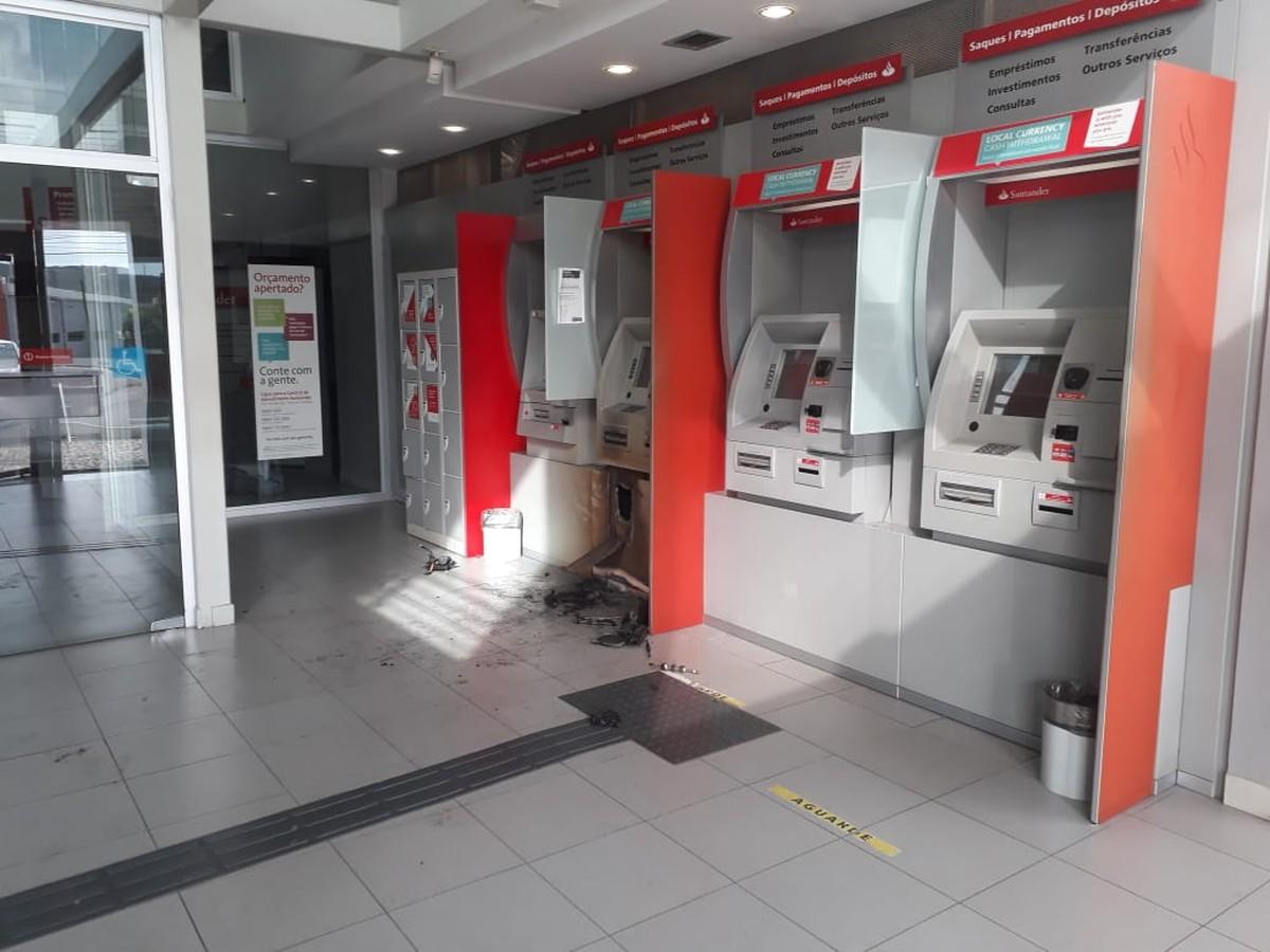 Resultado de imagem para Bandidos arrombam caixa eletrônico de banco na Zona Sul de Natal