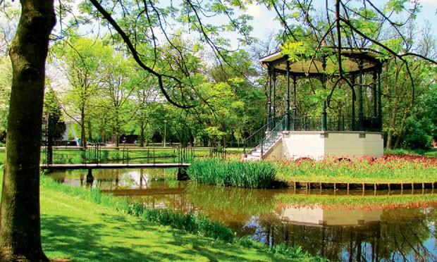 O Vondelpark tem muitos playgrounds infantis e locais de descanso. (Foto: Divulgação e reprodução)