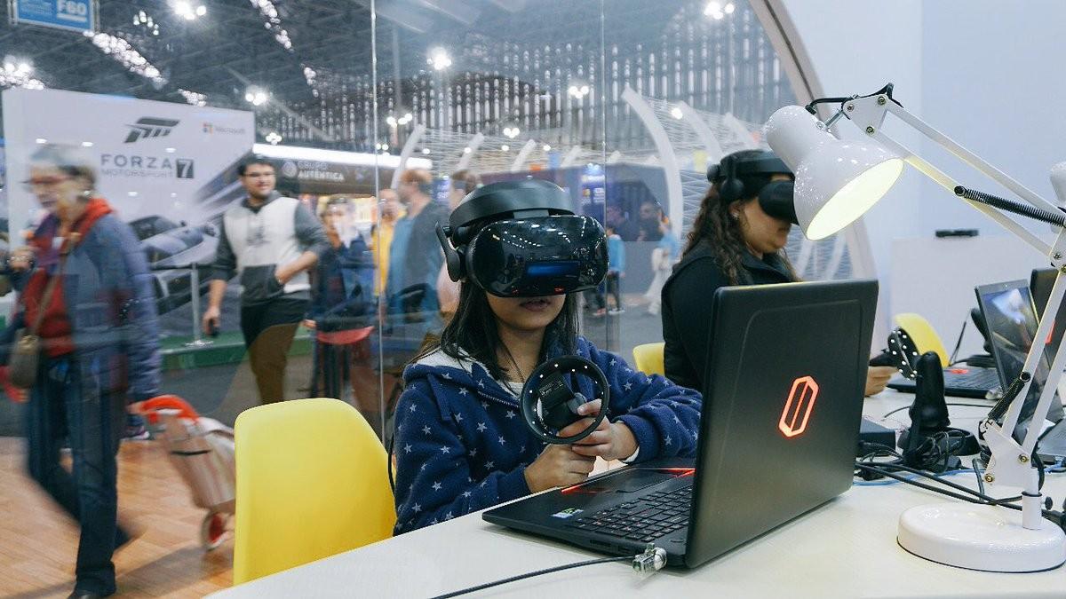 Realidade virtual pode ser usada para aproximar alunos da ciência (Foto: Divulgação/Microsoft)