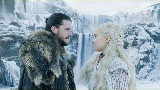 Kit Harington como Jon Snow, e Emilia Clarke como Daenerys Targaryen em Game of Thrones (Foto: Divulgação HBO)