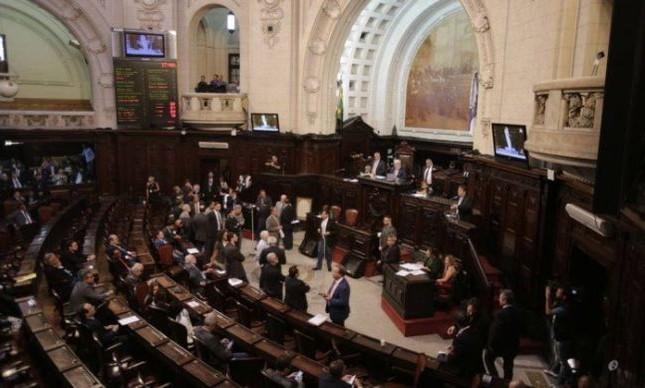 O plenário da Alerj durante votação sobre a prisão de Jorge Picciani, Paulo Melo e Edson Albertassi, 17/11/2017