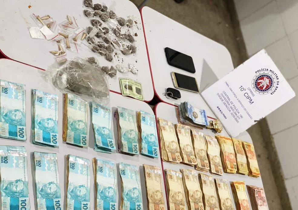 Quatro pessoas são presas suspeitas de tráfico de drogas e polícia apreende R$ 25 mil em dinheiro, na Bahia — Foto: Divulgação/SSP-BA