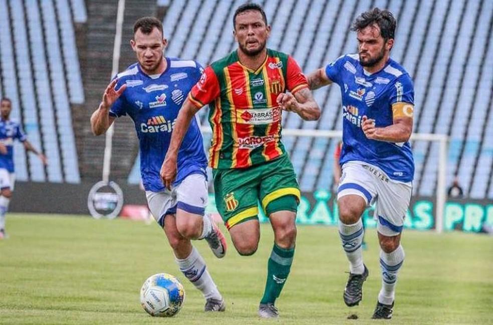 Eloir está suspenso e lesionado — Foto: Ronaldo Felipe / Sampaio