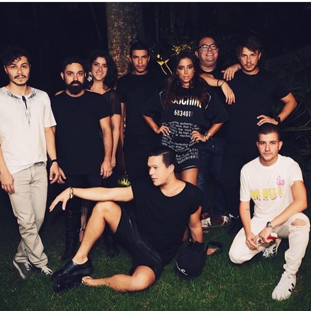 Anitta e amigos (Foto: Reprodução/Instagram)