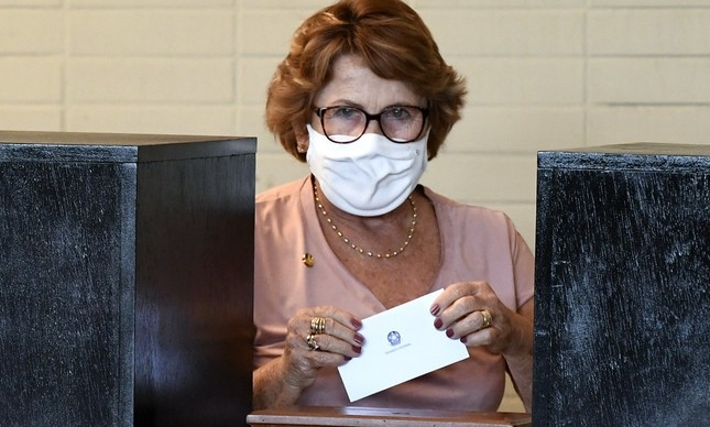 Nilda Gondim (MDB-PB) vota na eleição para a presidência do Senado