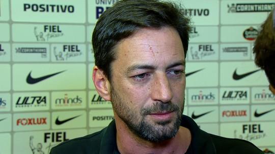 """Diretor do Corinthians cita """"prazo curto"""" para acertar com Alex Teixeira"""