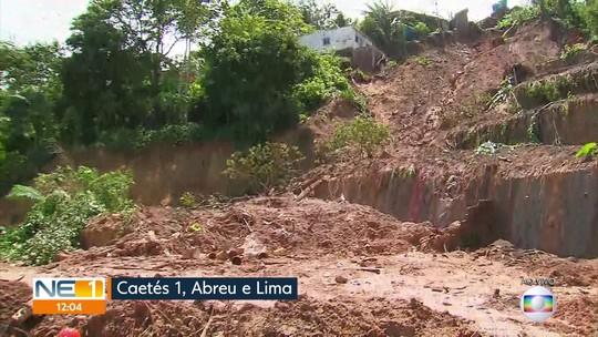Família morta após deslizamento de terra no Grande Recife é enterrada em Camocim de São Félix, no Agreste