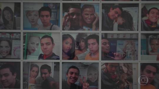 Exposição em Londres transforma selfies em obras de arte