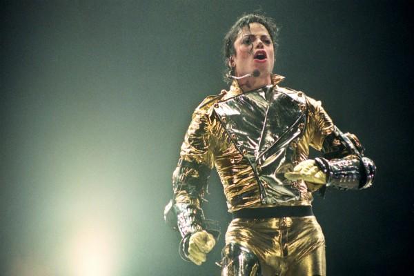 Michael Jackson durante uma apresentação em 1996 (Foto: Getty Images)