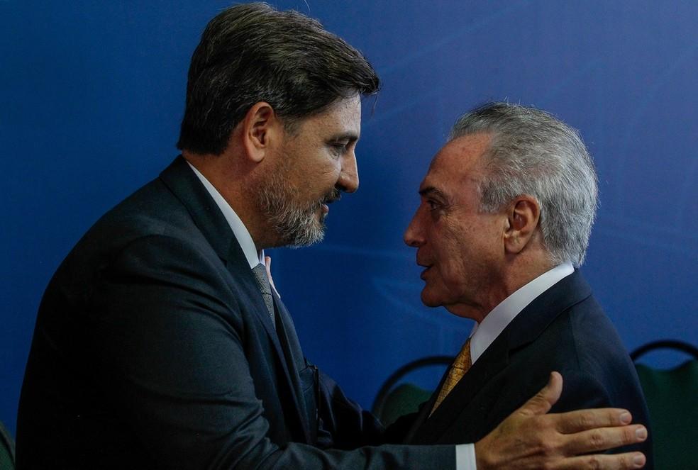 O diretor-geral da PF, Fernando Segovia, e o presidente Michel Temer durante evento em novembro de 2017 (Foto: Marcos Corrêa/PR)
