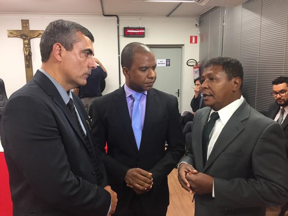 Os vereadores Mauro Marques das Neves (PSDB), Anderson Dias da Silva (PSB) e Natanael Gonzaga da Santa Cruz (PSDB) integram a Comissão Processante (Foto: Júnior Paschoalotto/TV Fronteira)
