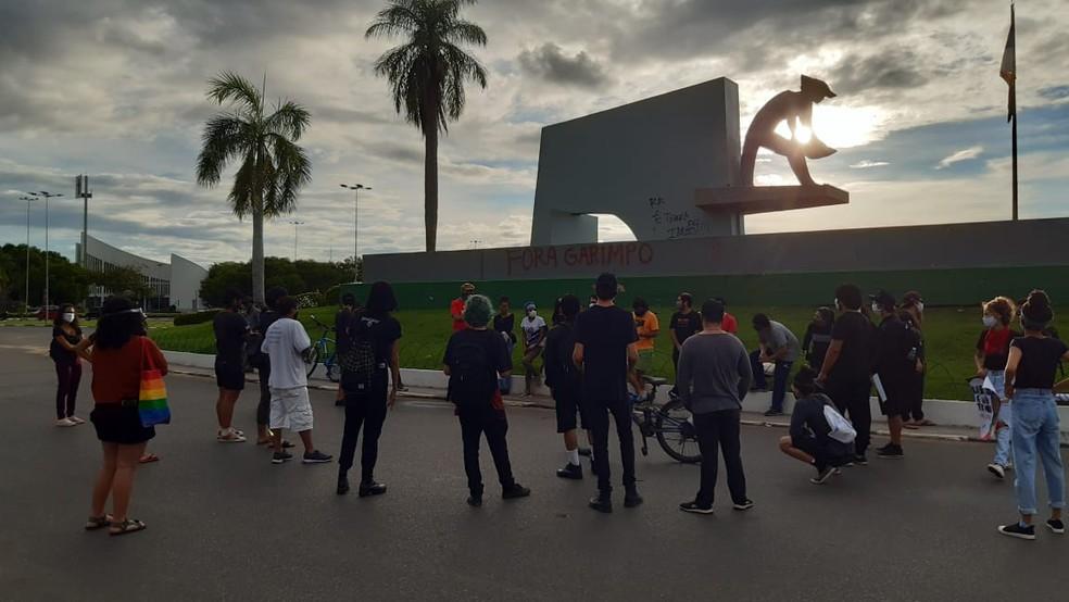 Protesto ocorreu em frente ao Monumento dos Garimpeiros — Foto: Suzanne Oliveira/G1 RR