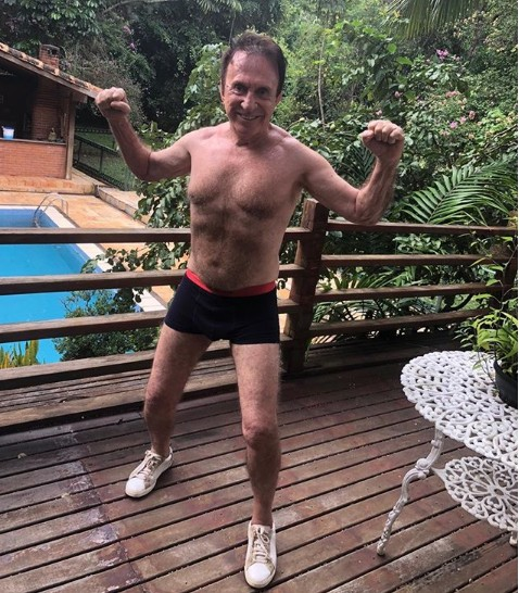 Moacyr Franco postou uma foto de cuecas no Instagram (Foto: Reprodução/ Instagram)