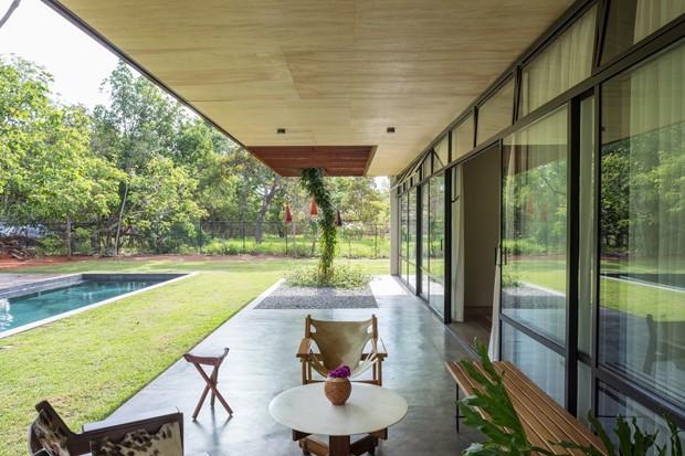 Arquitetura e natureza são integradas nesta casa em Brasília (Foto: Haruo Mikami/Divulgação)