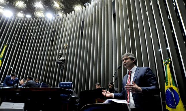 Lindbergh Farias é senador pelo PT