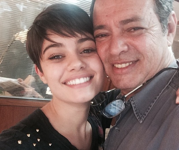 Soohie Charlotte com o pai (Foto: Reprodução/Instagram)