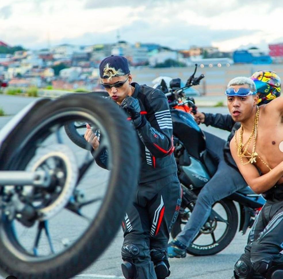 DJ GM e MC Lipi no clipe de 'Motoloka' — Foto: Divulgação