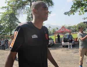 Flamengo empresta zagueiro Marllon para o Boavista até o fim do Carioca
