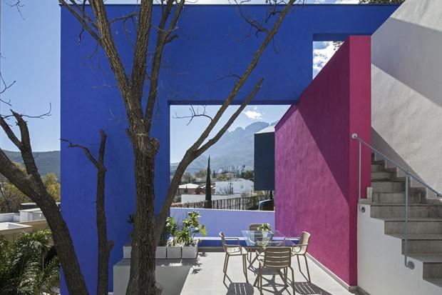 Uma casa colorida com vista para as montanhas no México (Foto: Divulgação)