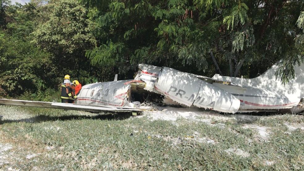 Aeronave se acidenta no Aeroporto da Pampulha, em BH. — Foto: CBMMG / Divulgação