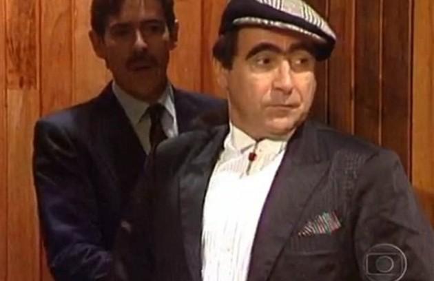 Na primeira versão da novela, Luis Gustavo viveu um dos protagonista, Ariclenes, o homem por trás do costureiro Victor Valentim (Foto: Reprodução)