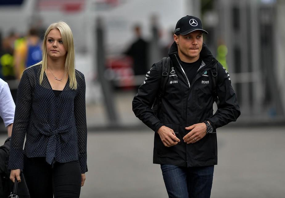 Valtteri Bottas anuncia divórcio de nadadora; na pista, troca de motor fará piloto largar em último
