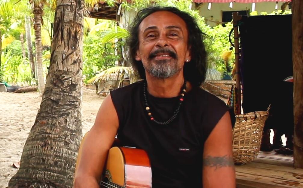 Alceu está na aldeia hippie há 35 anos — Foto: Valma Silva/G1 Bahia