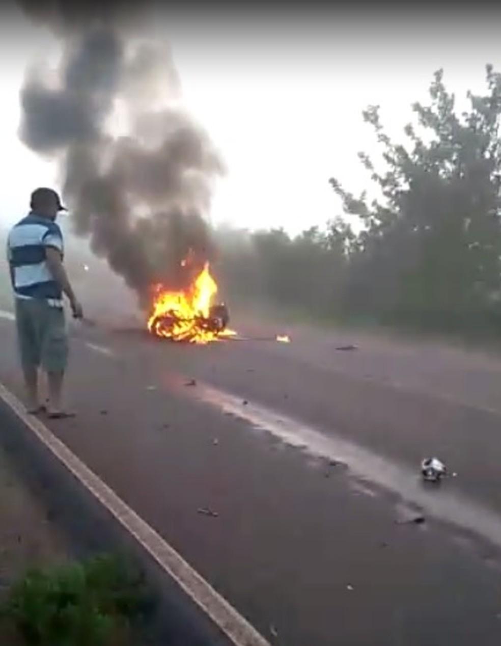 Acidente aconteceu na BR-405, em Mossoró. Motociclista morreu — Foto: Redes sociais