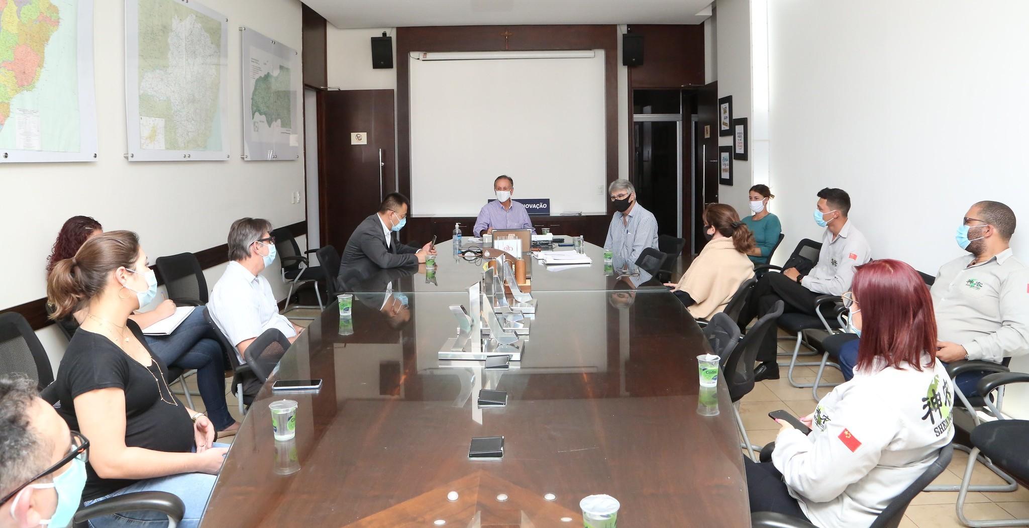 Fabricante de drones e empresa de fertilizantes assinam protocolo de intenções com a Prefeitura de Uberaba para investimentos