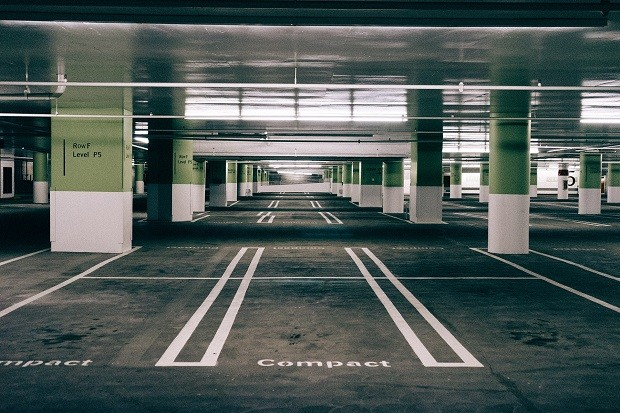 Estacionamento vazio (Foto: Pexels)