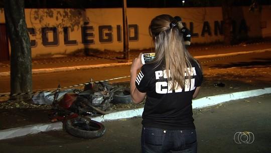 Homem morre ao bater moto contra carreta parada na pista da GO-010